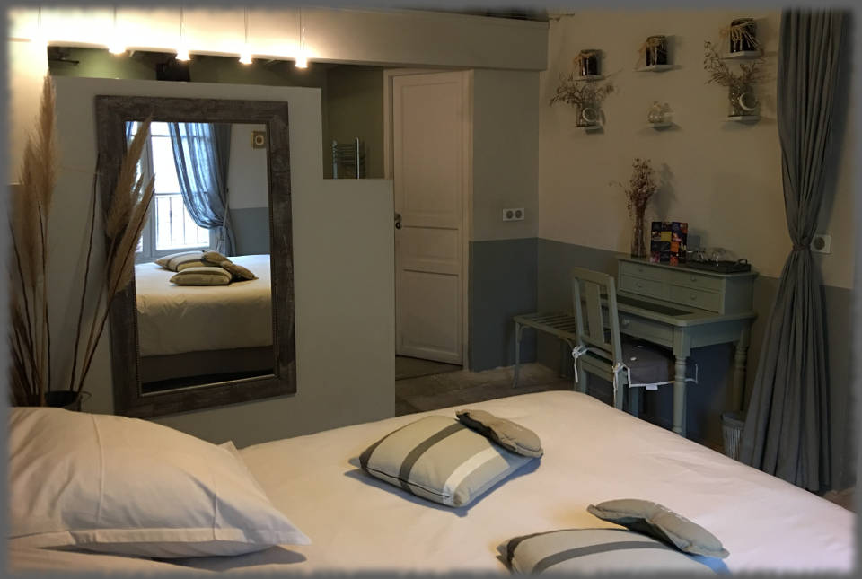 Bed and Breakfast Avignon - Les Olivades - Big Bed