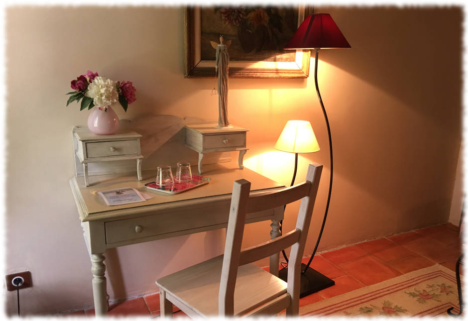 Bed and Breakfast Avignon - Suite La Farandole - Desk