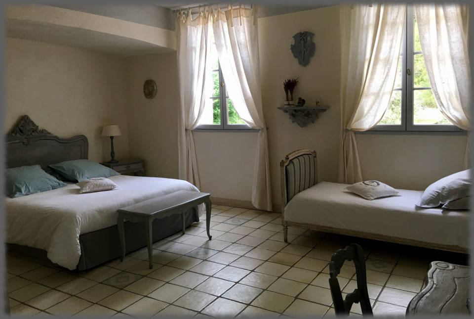 Bed and Breakfast - Les Bassaieres - Beds