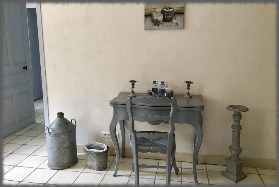 Bed and Breakfast - Les Bassaieres - Desk