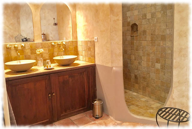 Bed and Breakfast in Avignon - Les Ocres - Bathroom