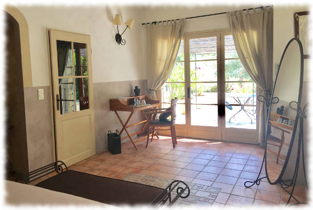 Bed and Breakfast in Avignon - Les Ocres - Window