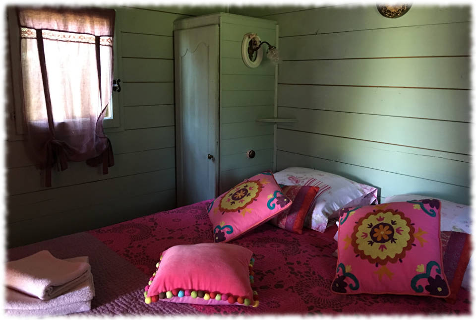 Unusual gite - The Gypsy Caravan in the park - Bedroom bl